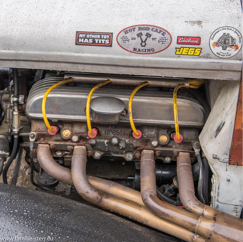 Motor an einem historischen US - Car beim 6. Cartreffen in Bad Tölz