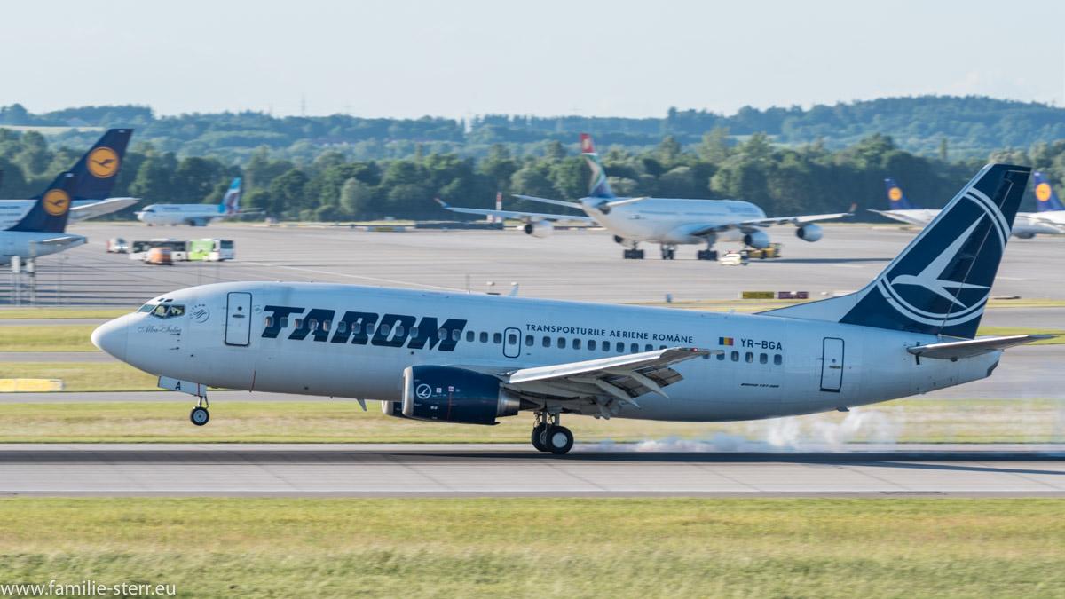 Traom Boeing 737-38J YR-BGA