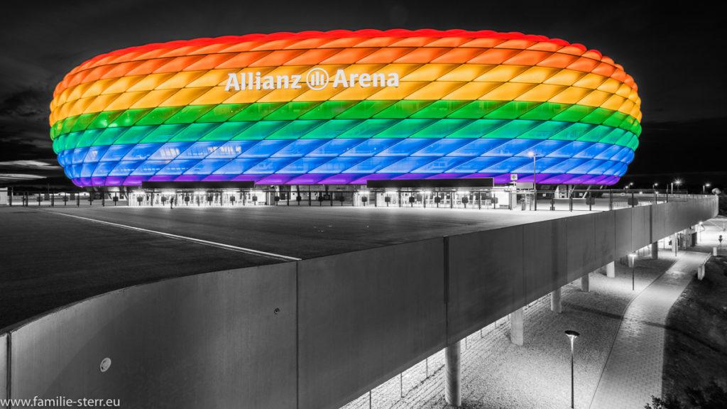 Allianz Arena München in Regenbogenfarben zum Christopher Street Day 2017 als Coole Key
