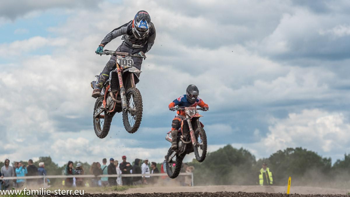 Motocross - Wettbewerb des MSC Freisinget Bär auf der Motocross - Anlage am Flughafen München