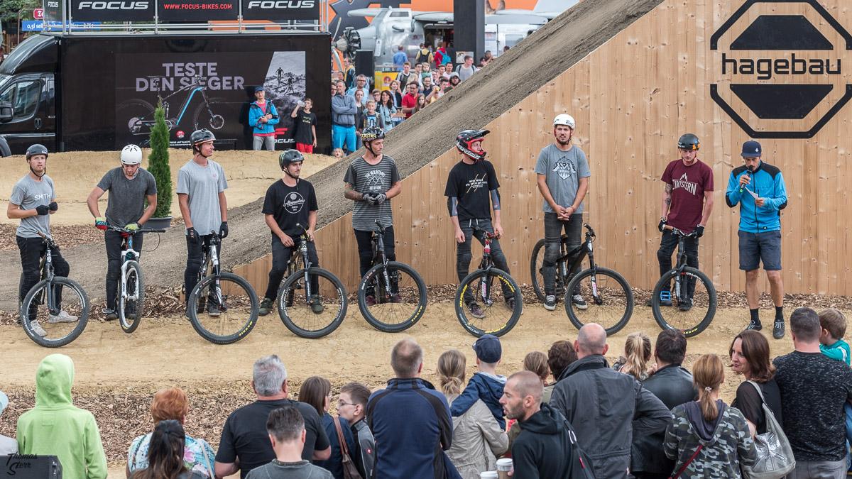 Line-Up des 8 teilnehmende Profis beim Bike and Style 2017 am Flughafen München