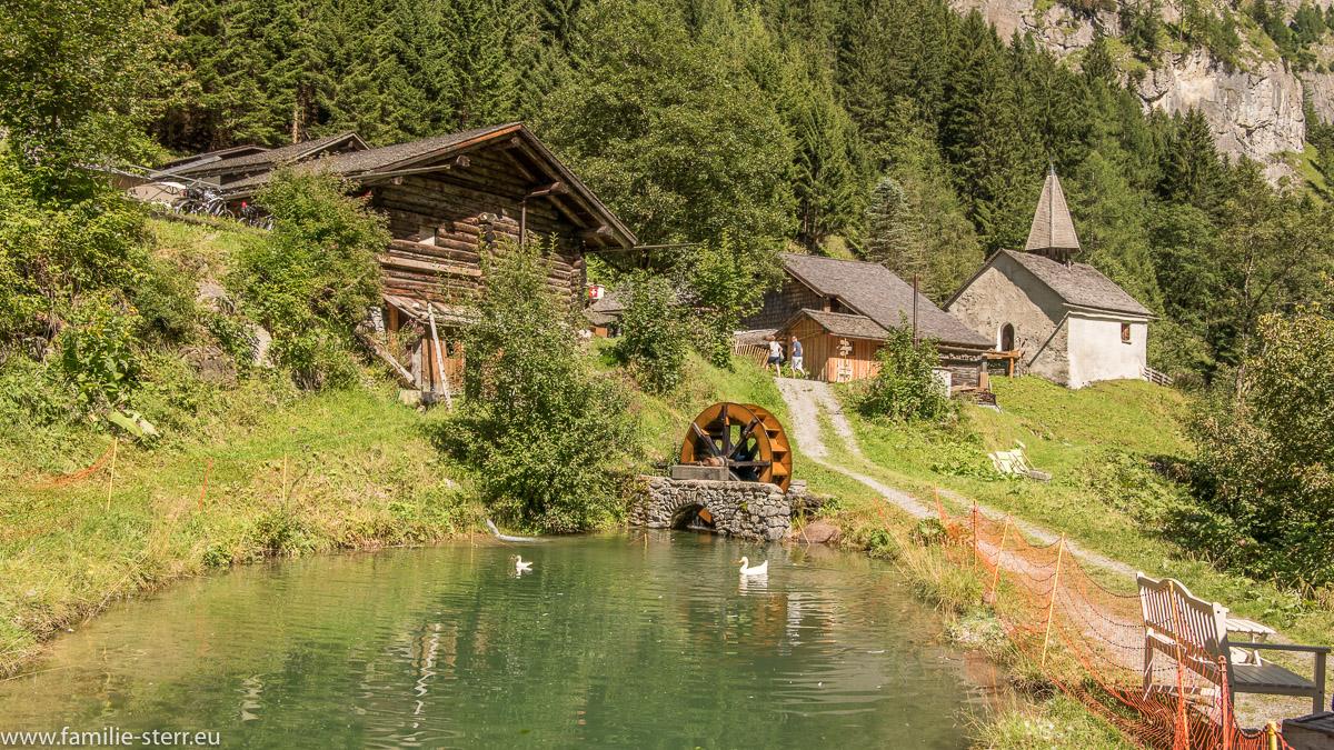 Der kleine Teich unter dem Walserdorf St. Martin