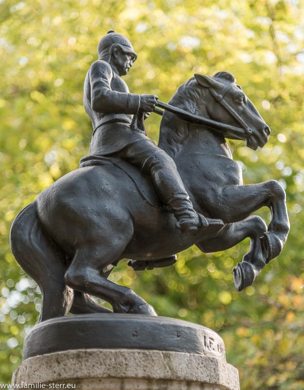 Bismarckstatue auf dem Brunnen am Wesauerplatz in München Pasing