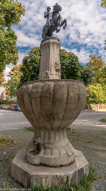 Der Bismarckbrunnen von Joseph Floßmann am Wensauerplatz in München Pasing
