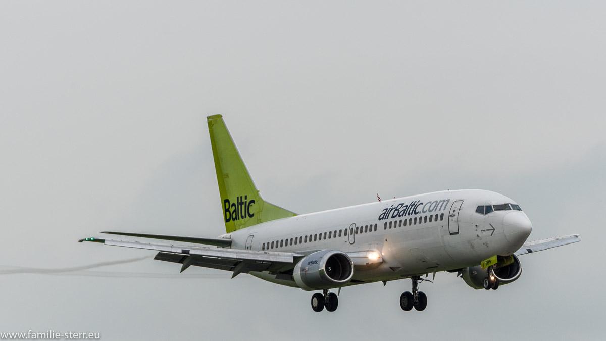 airBaltic Boeing mit Wirbelschleppen