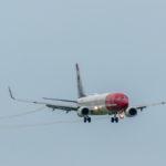 Landung eines Norwegian Airbus am Flughafen München auf der Bahn 08R