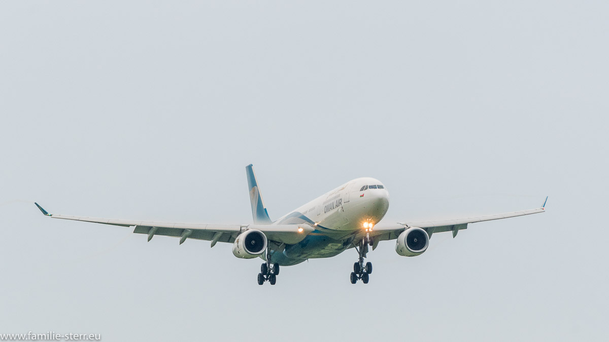 Airbus der OMAN Air bei der Landung in München