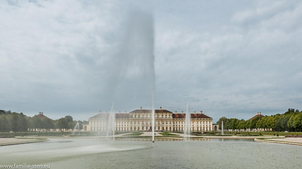 Die große Fontäne vor dem Neuen Schloß Schleißheim