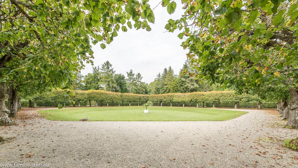 einer der geometrischen Gärten im barocken Schlosspark Schleißheim
