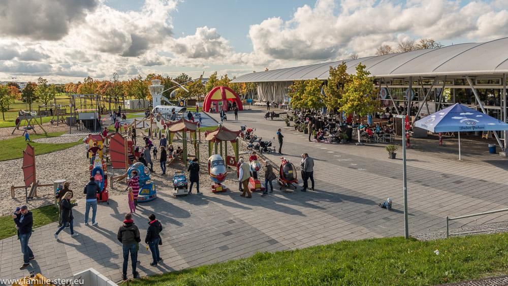 Blick über den Besucherpark am Flughafen München bei der Bayerischen Olympiade