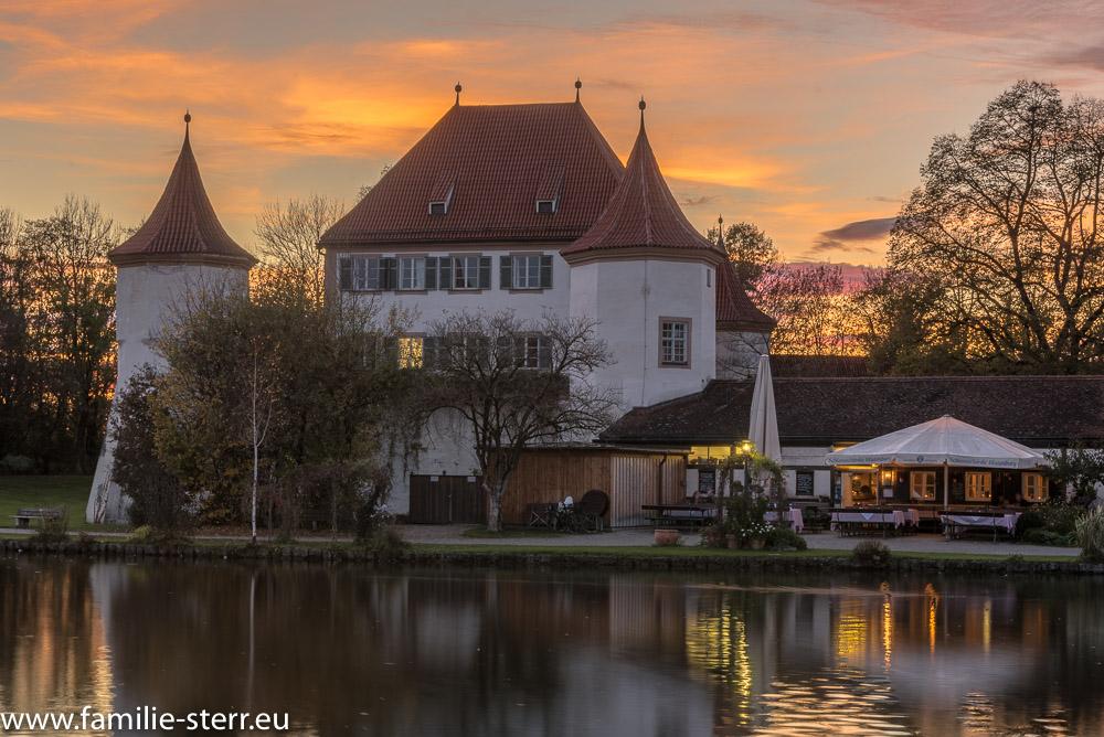 Sonnenuntergang hinter dem Schloss Blutenburg