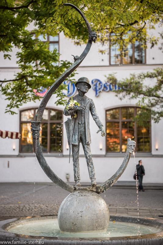 Karl Valentin Brunnen am Münchner Viktualienmarkt vor der Schrannenhalle