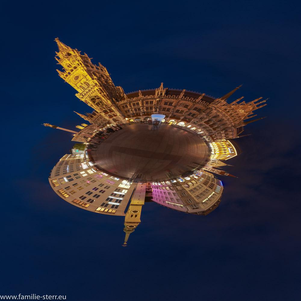 der Marienplatz in München zur blauen Stunde als Little Planet