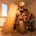 Schachtelberg aus leeren Ikea - Kartons