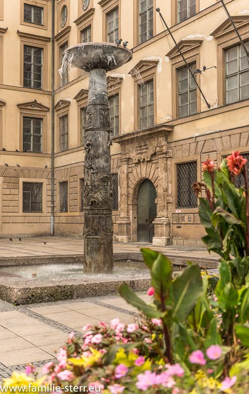 Richard-Strauss-Brunnen vor der Alten Akademie in München