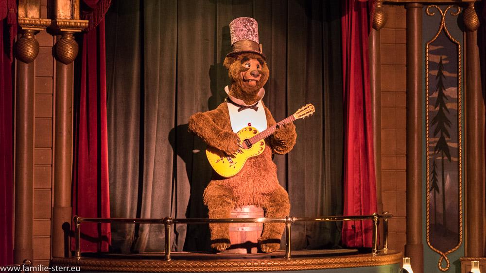 Country Bear mit Gitarre im Country Bear Jamboree, Magic Kingdom, Disney World Florida