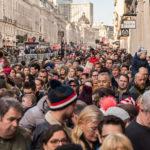 eine große Menschenmasse in der Londoner Regent Street