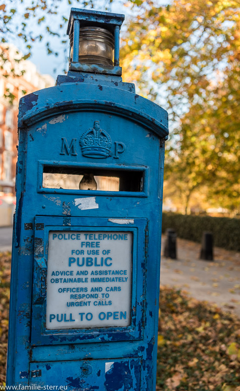 DetailOld Blue Police Telephone Post am Grosvenor Square in London