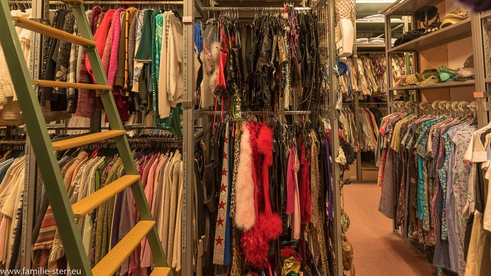 erotische Kleidung im Kostümfundus der Bavaria Studios