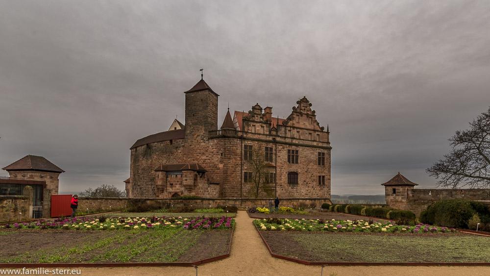 Die Burg Cadolzburg hinter dem Burggarten