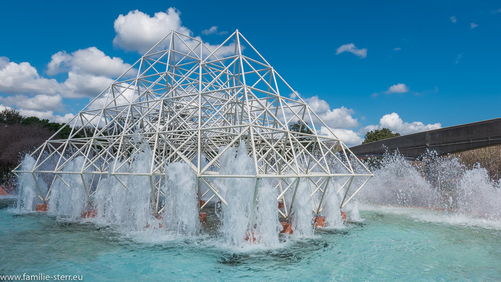 Brunnen beim Imagination - Pavilion im EPCOT Center