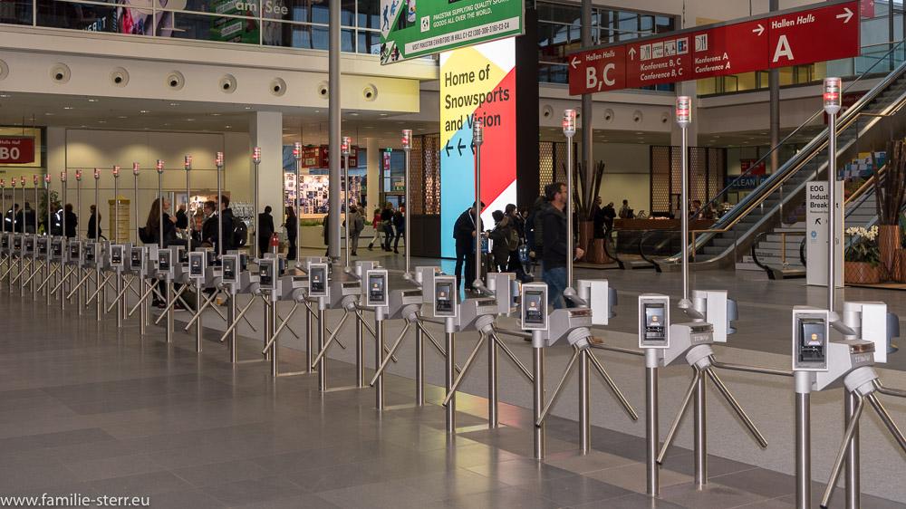 gesperrte Drehkreuze am Eingang West zur ISPO 2018