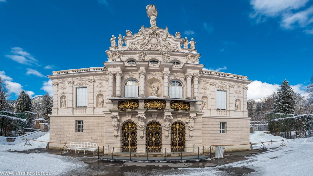Fassade des königlichen Schloss Linderhof im Winter