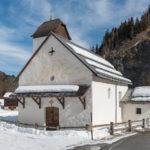 Filialkirche Song Glieci (hl. Luzious) bei Beiden im Kanton Graubünden im Winter