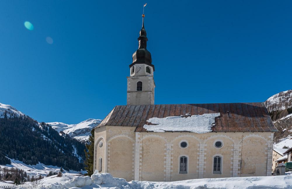 die reformierte Kirche Splügen im Winter