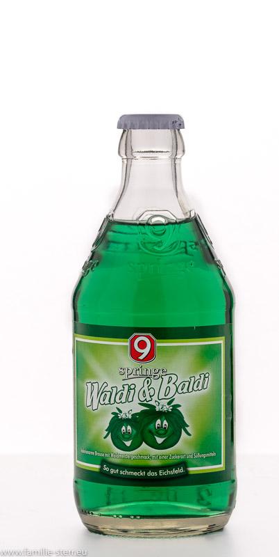 eine Flasche Waldi & Baldi / Brause aus der Brauerei Neunspringer