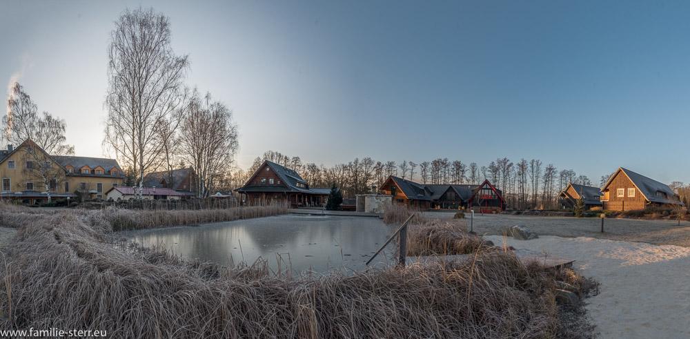 Panoramaaufnahme Seehotel Burg Spreewald / Garten im tiefen Winter