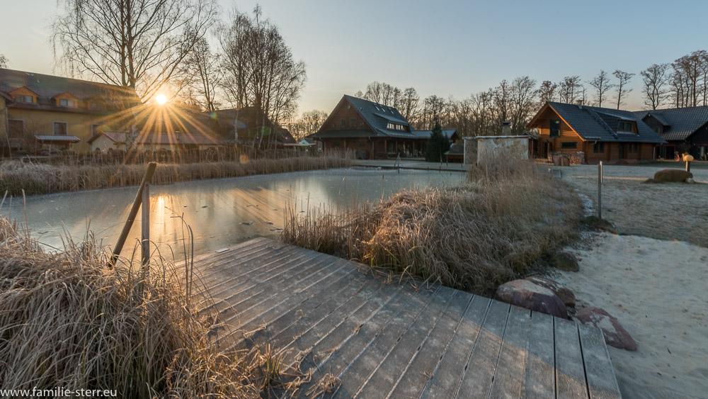 gefrorener Bio - Badeteich / Seehotel Burg Spreewald
