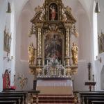 Der Innenraum und der frühbarocke Hochaltar der Kirche St. Maria auf Herrenchiemsee