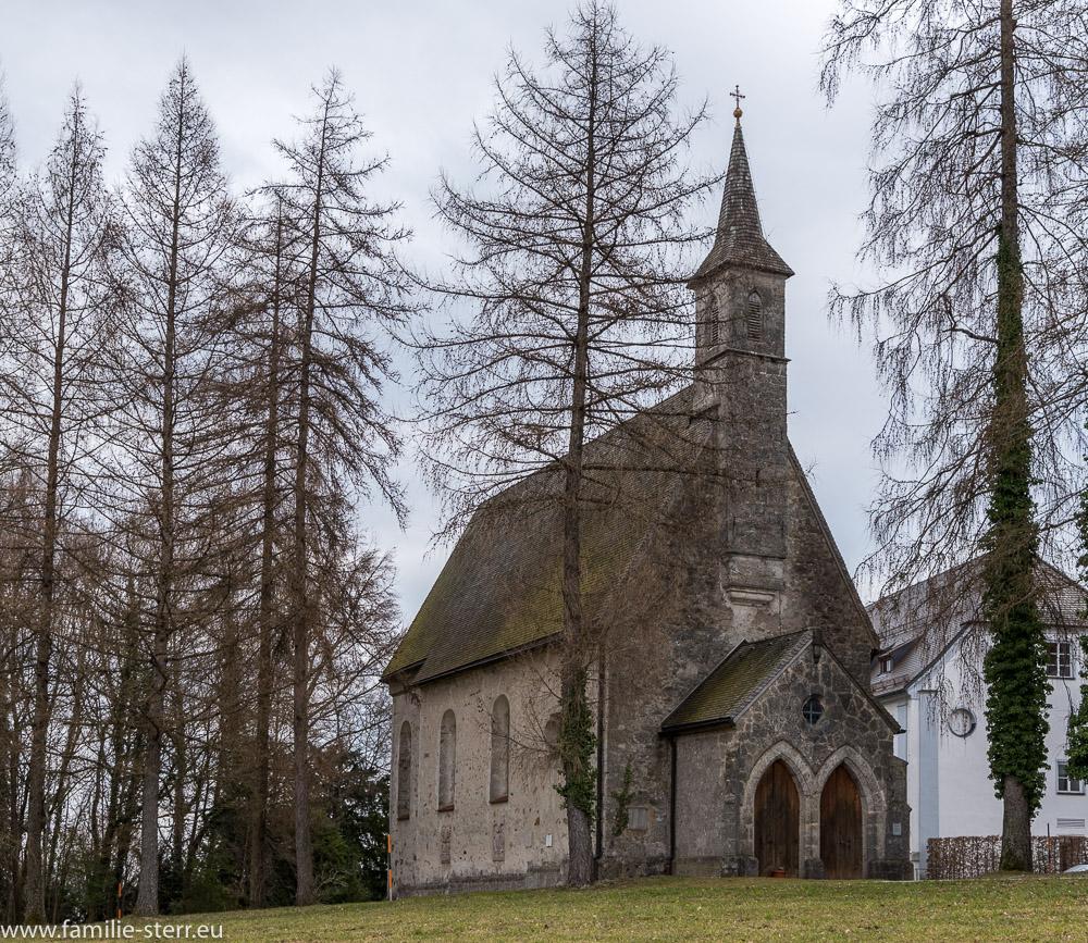 Eingang und Fassade der ehemaligen Pfarrkirche St Maria Herrenchiemsee
