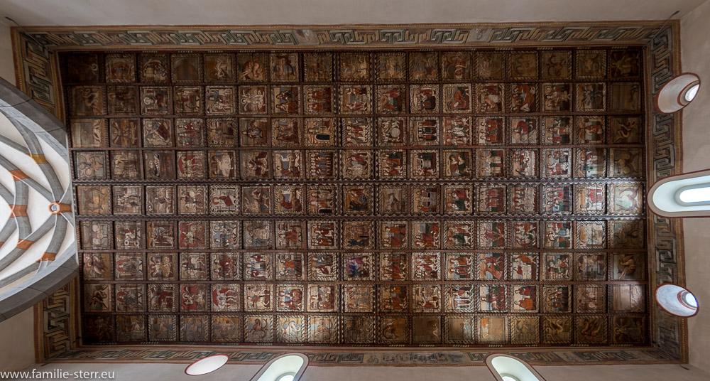 Kirchendecke aus der Hochromanik in der St. Martin Kirche in Zillis / Graubünden