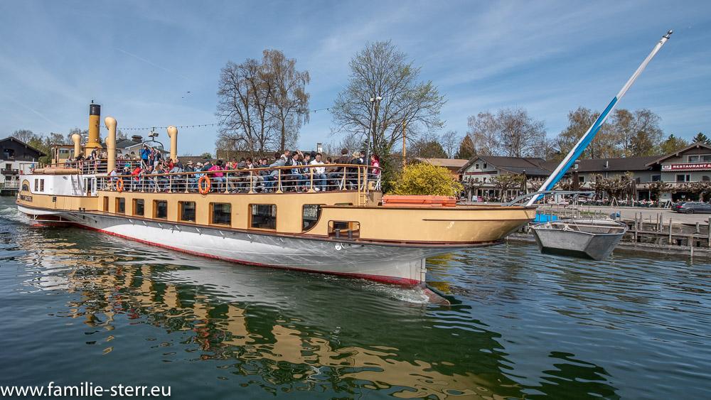 Raddampfer Ludwig Fester im Hafen von Prien / Stock