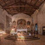 Altarraum mit gotischen Fresken der Kirche San Pietro in Mavino - Sirmione
