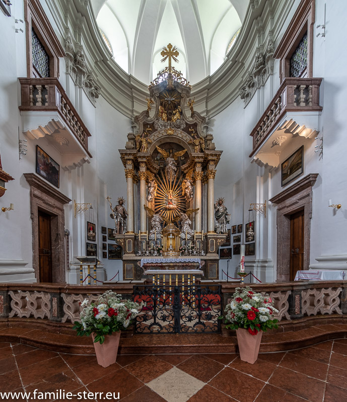Altarraum der Kirche Maria Kirchental mit dem Gnadenbild