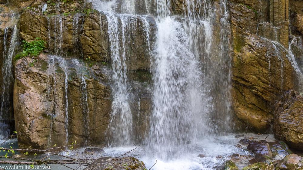 Wasserfall im Eingangsbereich der Klamm