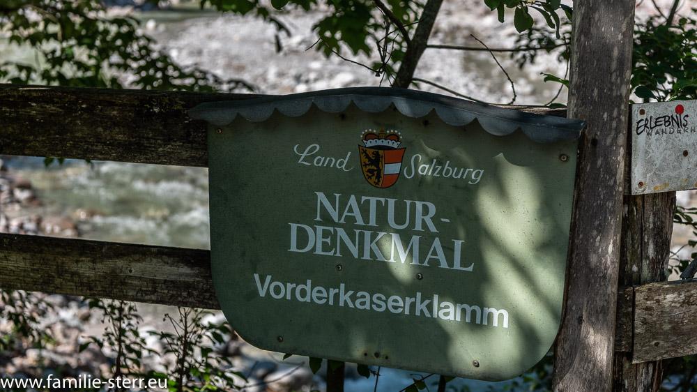 Schild am Eingang zum Naturdenkmal Vorderkaserklamm