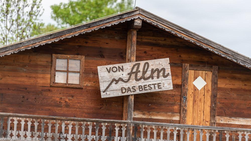 """Schild """"von Alm das Beste"""" am der Galopprennbahn in München Riem"""