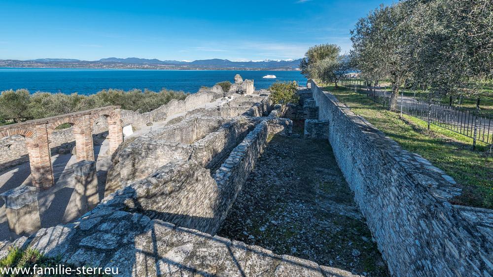 Ruinen der Grotten des Catull - römische Villa aus dem 1. Jahrhundert nach Chr. in Sirmione