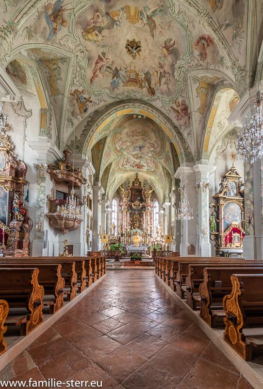 Hauptraum der Wallfahrtskirche Maria Alm