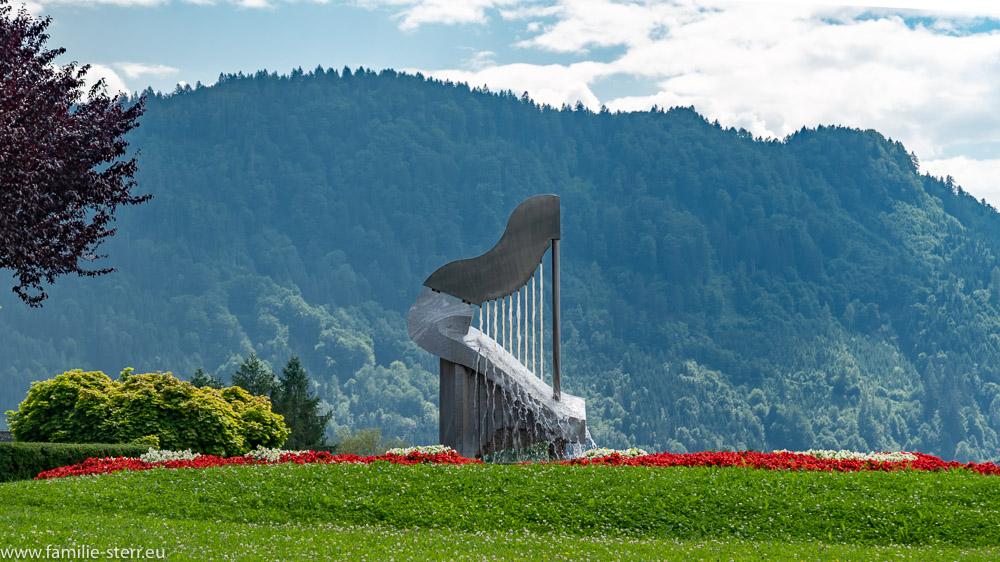 Harfenbrunnen in Ossiach am Ossiacher See in Kärnten