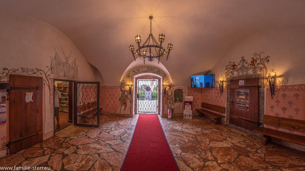 Eingangsbereich zum Schloss Tratzberg