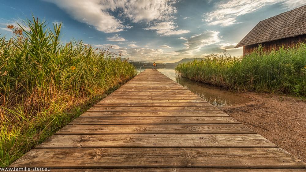 Steg in den Faaker See bei Sonnenaufgang