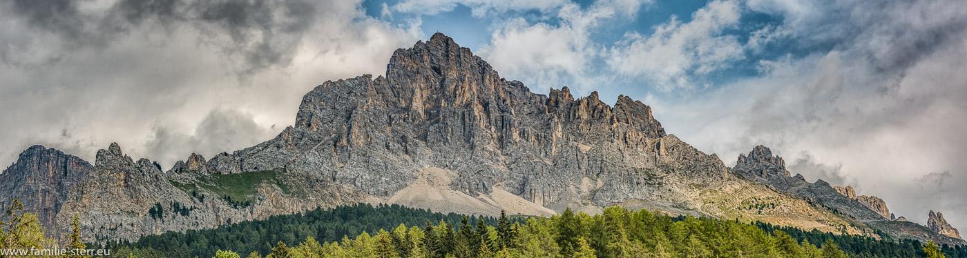 Wolken türmen sich auf an der Latemar - Gruppen bei Obereggen in Südtirol