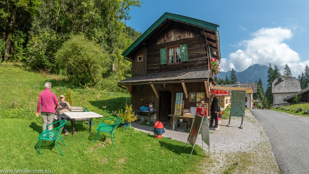 Der sog. Betnkramer - Holzhütte für einen Devotionalienhändler vor der Wallfahrtkirche Maria Kiirchenthal