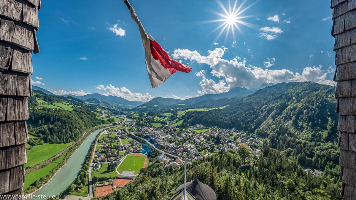 Blick von der Burg Hohenwerfen durch das Salzachtal Richtung Süden