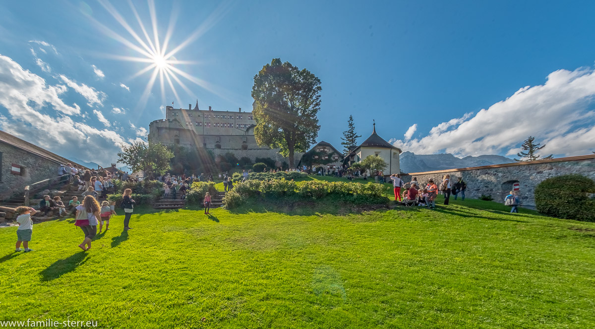 strahlende Sonne über der Burg Hohenwerfen